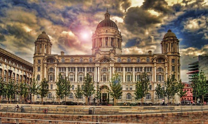 Здание порта Ливерпуля в Англии