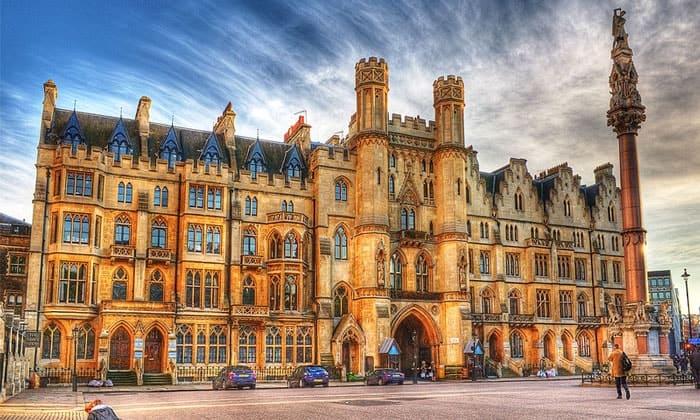 Неоготическое здание Sanctuary в Лондоне