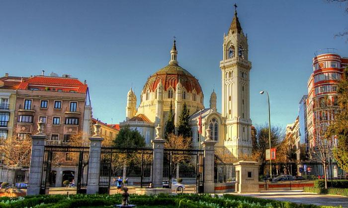 Церковь Святых Мануэля и Бенито в Мадриде