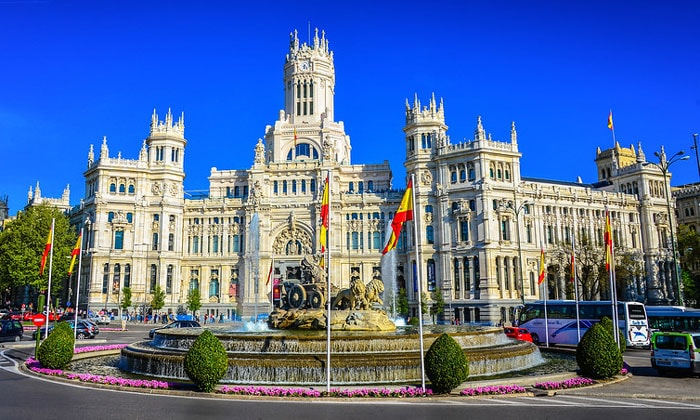 Дворец и фонтан Сибелес в Мадриде