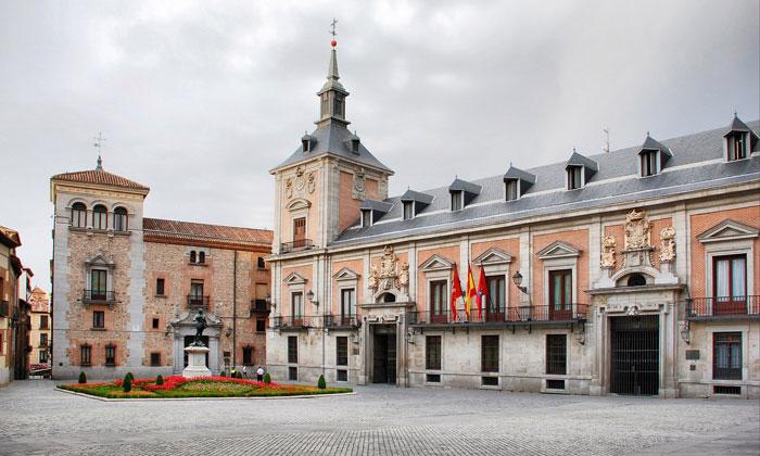 Площадь Пласа-де-ла-Вилья в Мадриде