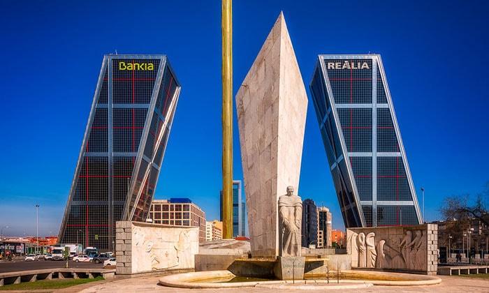 Небоскрёбы «Ворота Европы» в Мадриде