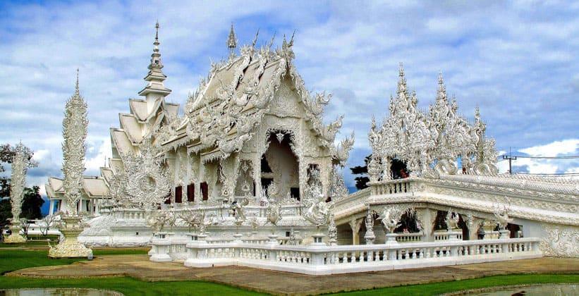 Храм Ват Ронг Кхун (город Чианграй)