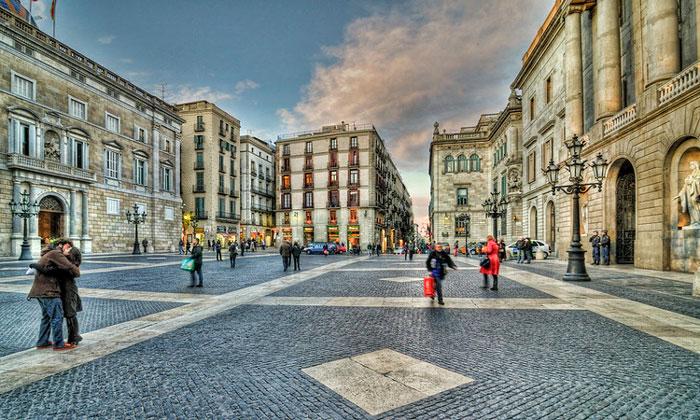 Площадь Святого Иакова в Барселоне