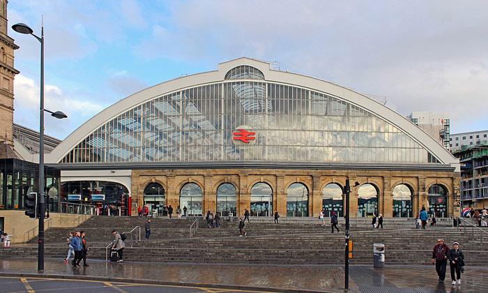 Железнодорожный вокзал Лайм-стрит в Ливерпуле