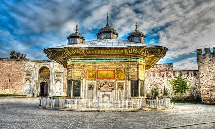 Фонтан Ахмеда III в Стамбуле