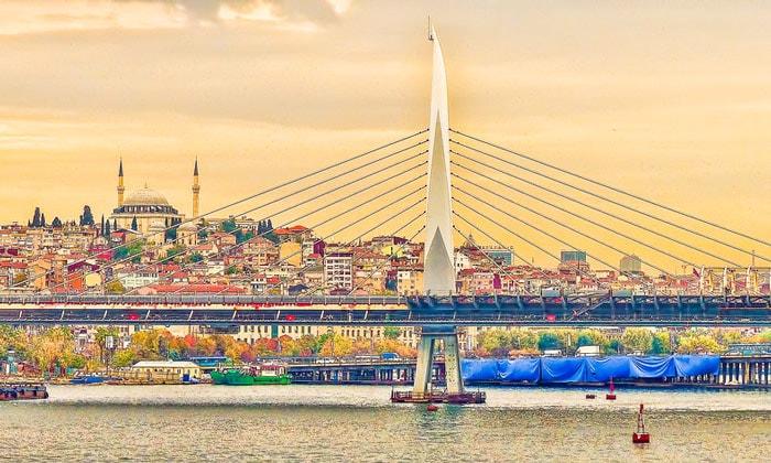 Мост Золотой Рог в Стамбуле