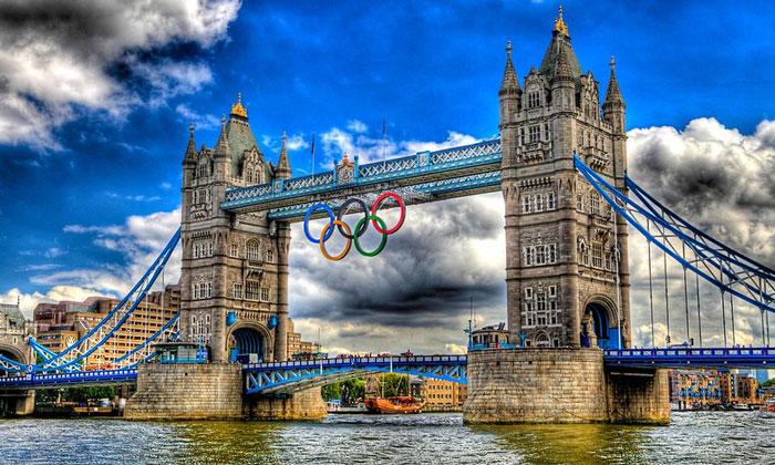 Олимпийские кольца Тауэрского моста в Лондоне