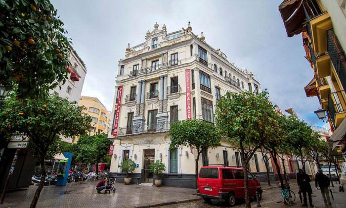 Отель «Petit Palace» в Севилье