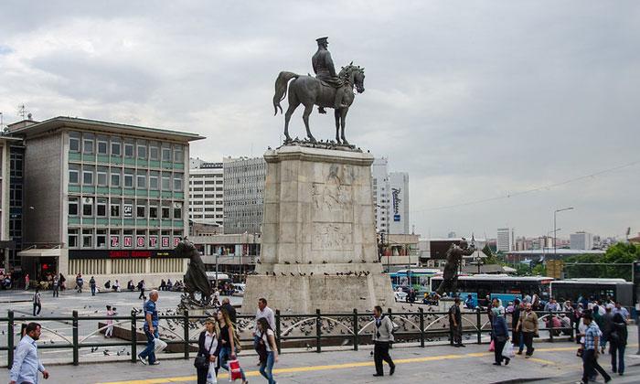 Памятник Победы в Анкаре