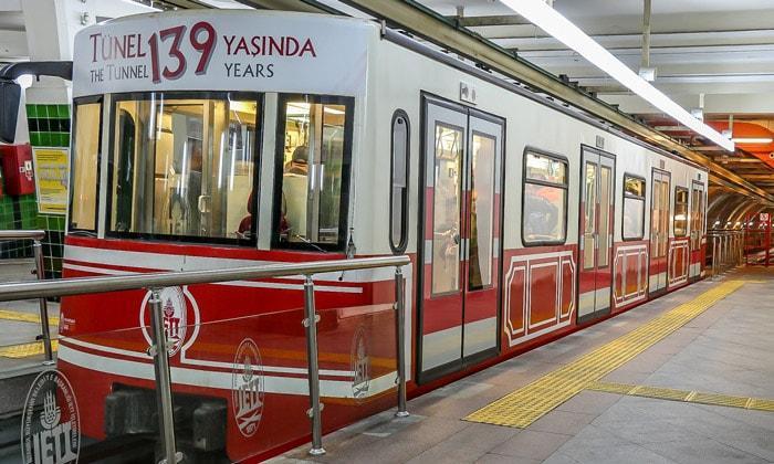 Подземный фуникулёр (Тюнель) в Стамбуле