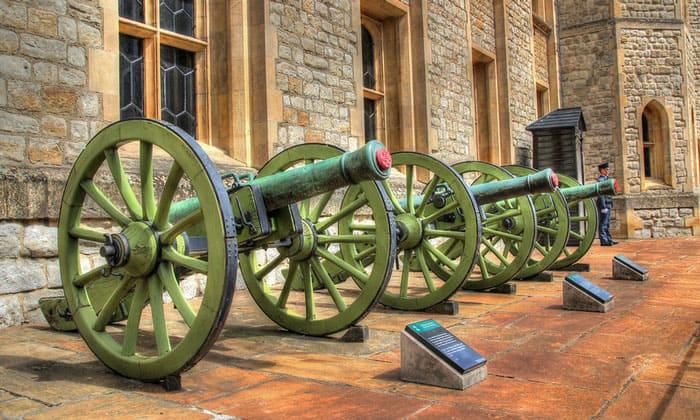 Пушки Тауэра в Лондоне