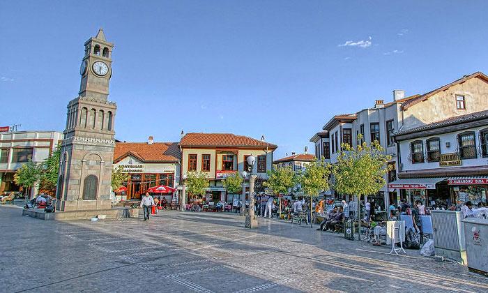 Часовая башня в старом городе Анкара