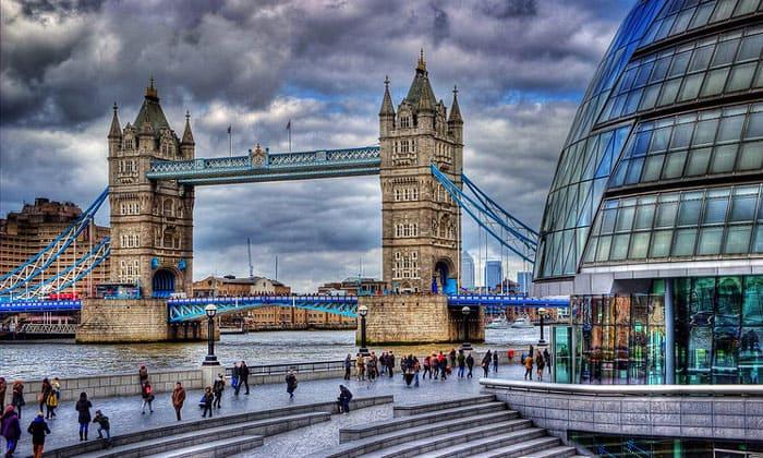 Тауэрский мост и Сити-холл в Лондоне