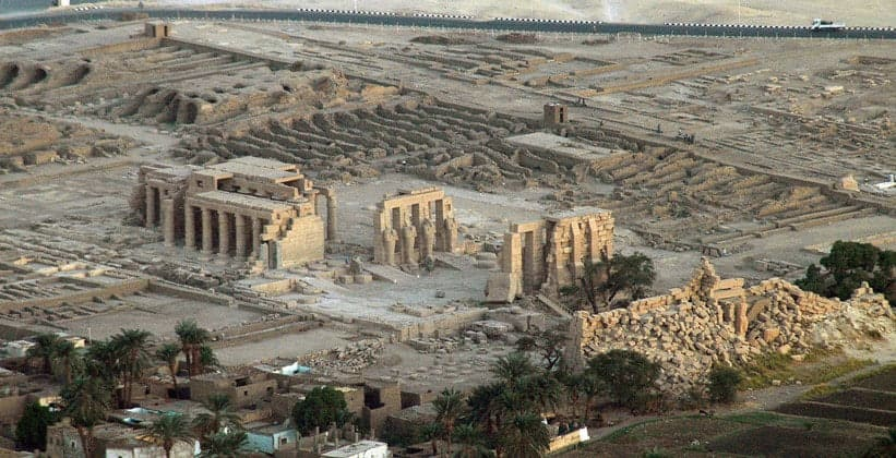 Руины Фиванского некрополя
