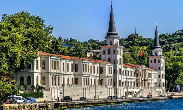 Военный лицей Кулели в Стамбуле
