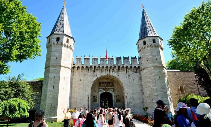 Врата приветствия Топкапы в Стамбуле