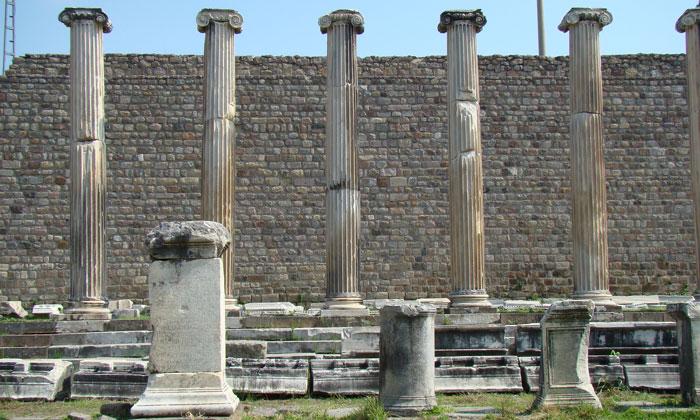 Античные колонны Асклепиона