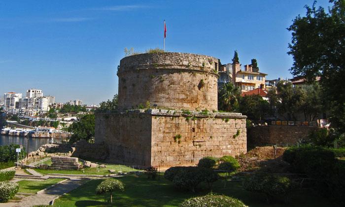 Башня Хыдырлык в Анталии