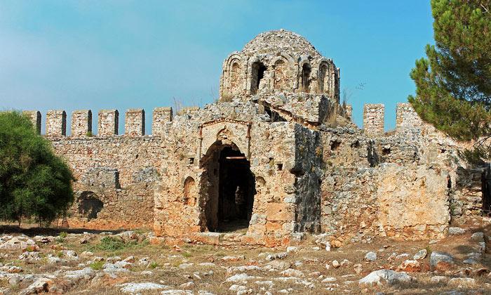 Руины церкви Святого Георгия в Аланье