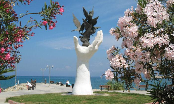 Памятник Голубям в Кушадасах