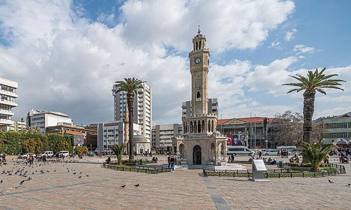 Площадь Конак в Измире