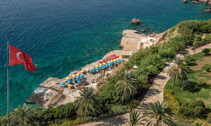 Пляж отеля «Akra» в Анталии