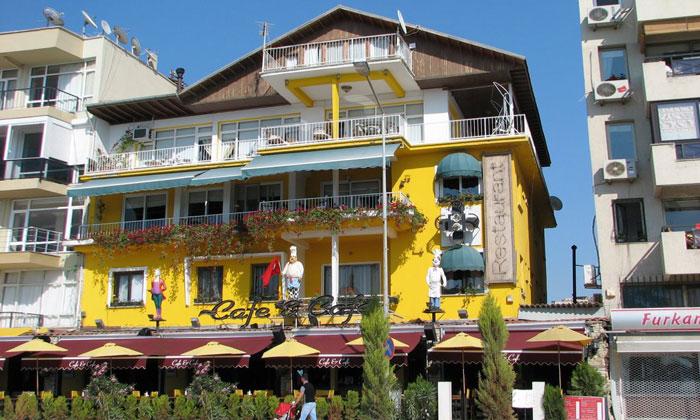 Ресторан «Cafe & Cafe» в Кушадасах