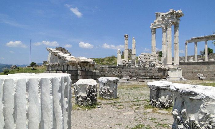 Руины античного Пергама