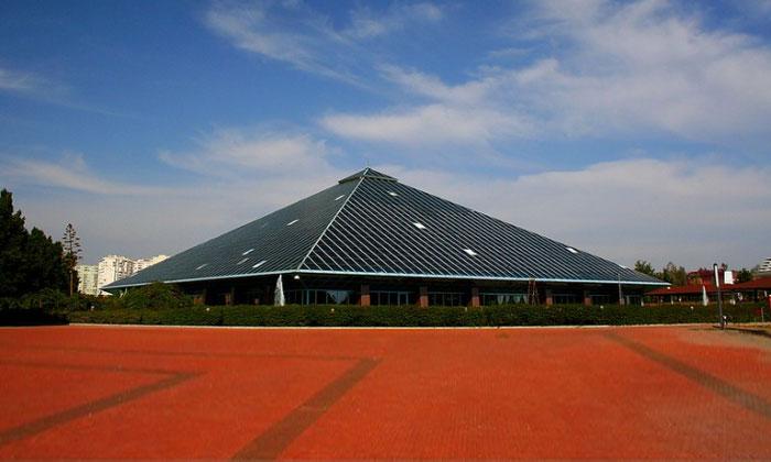 Стеклянная пирамида в Анталии