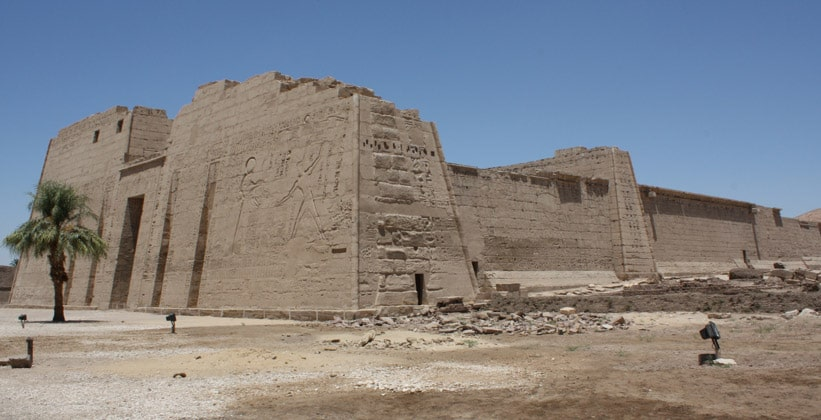 Мединет-Абу (поминальный храм Рамсеса III)