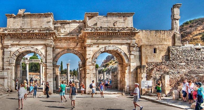 Ворота Мазеуса и Митридата в Эфесе