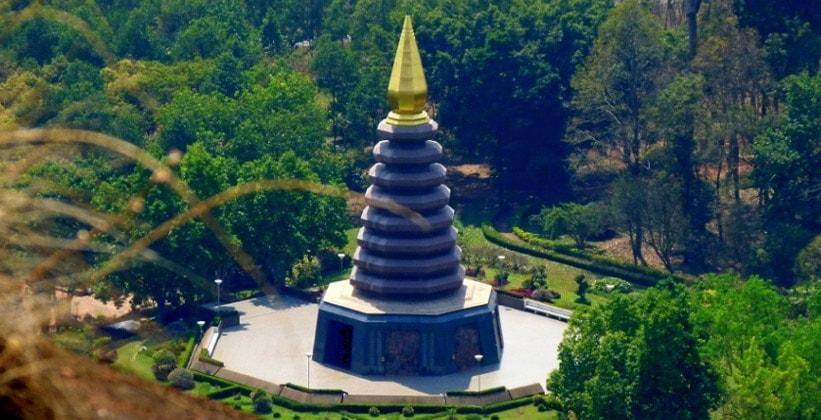 Храм на скалах (Ват Пху Ток)