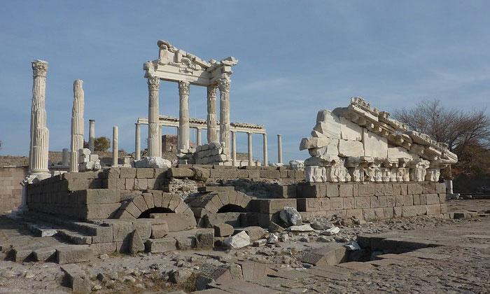 Храм Траяна Пергама