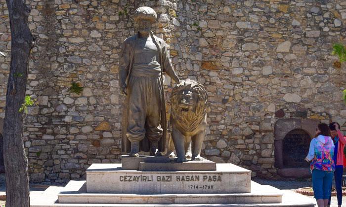 Памятник Джезаирли Гази в Чешме