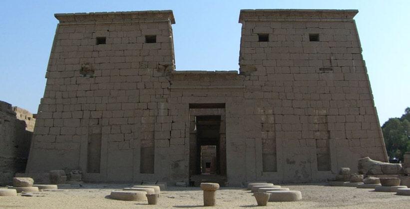 Пилон храма Хонсу