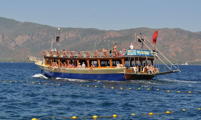 Прогулочное судно в Мармарисе