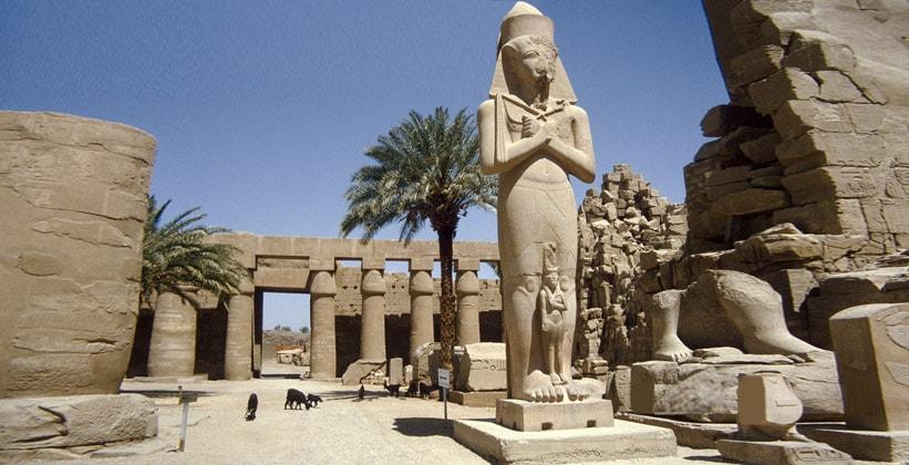 Статуя Рамсеса II с дочерью Мерит-Амон