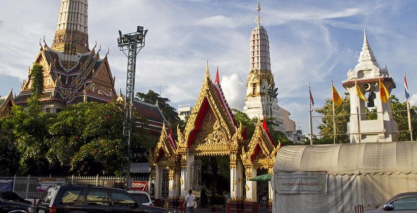 Храм Ват Чакрават в Бангкоке