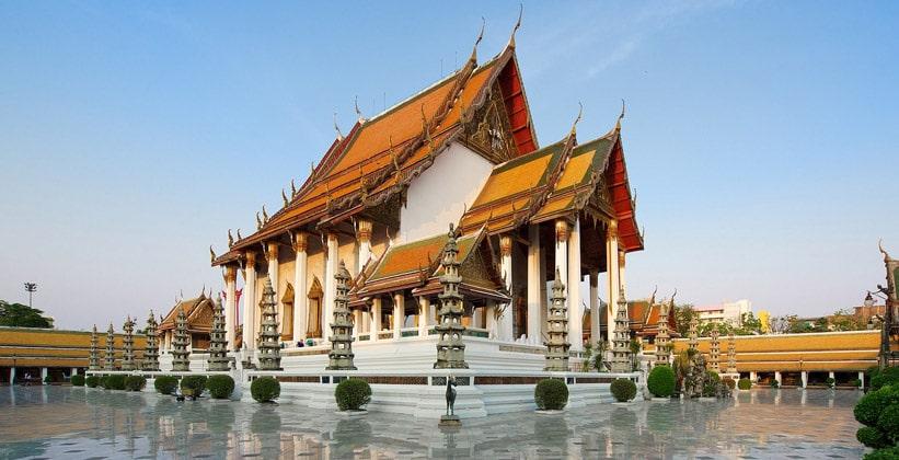 Храм Ват Сутхат в Бангкоке