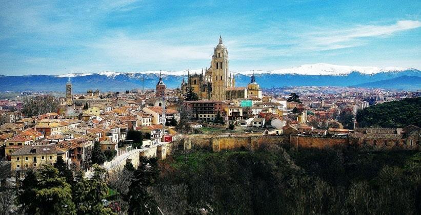Город Сеговия в Испании