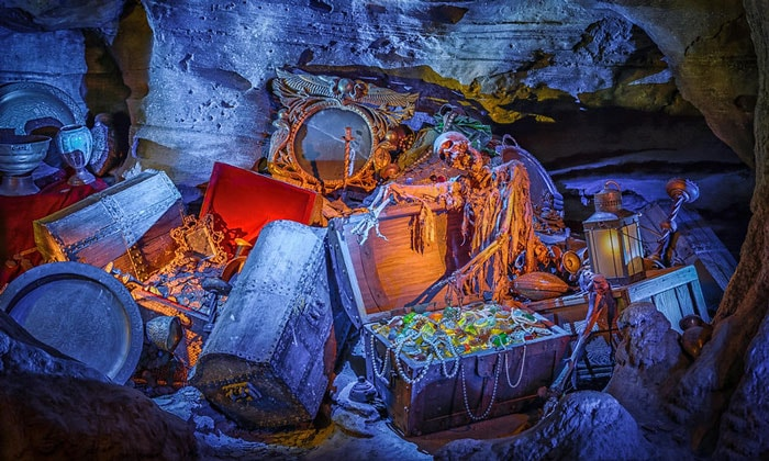 Пещера Бена Ганна в Диснейленде Парижа