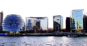 Современные строения района Саутворк в Лондоне
