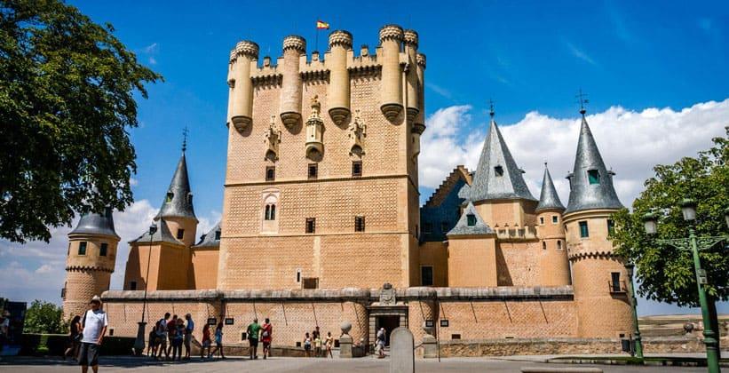 Замок-крепость Алькасар в городе Сеговия