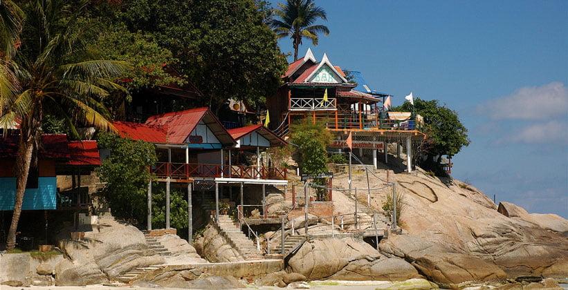 Бунгало и бар курорта Хат Рин