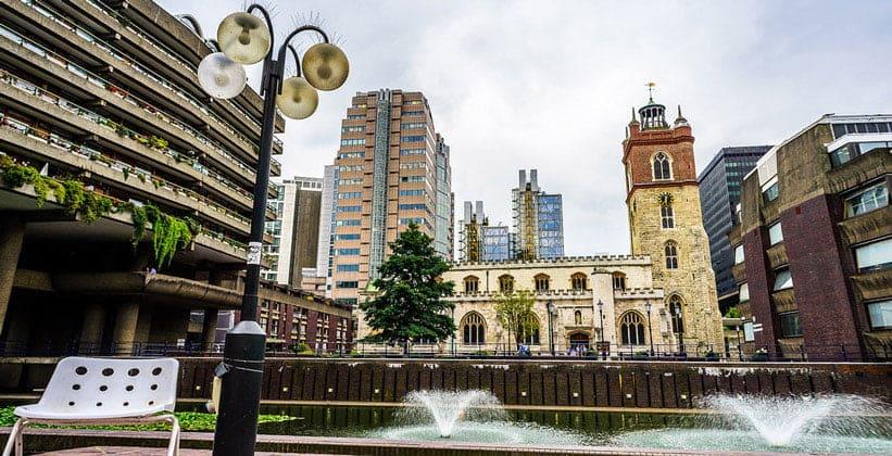Жилой комплекс Барбикан в Лондоне