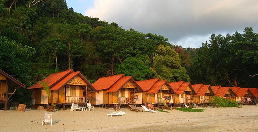 Бунгало на пляже белого песка в Таиланде