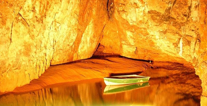 Пещеры Вуки Хоул в Англии