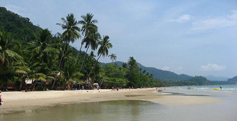 Пляж белого песка на острове Ко Чанг