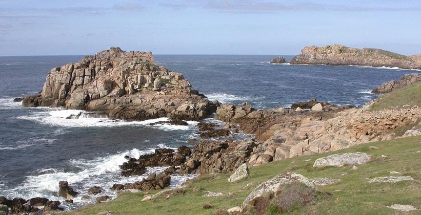 Адский залив острова Брайхер в Англии